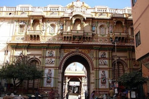 Guided Walk through Old Town Ahmedabad of Unique Pols including Private Tra...