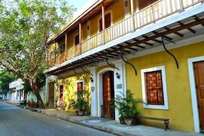Stroll Through The French Quarters Of Pondicherry