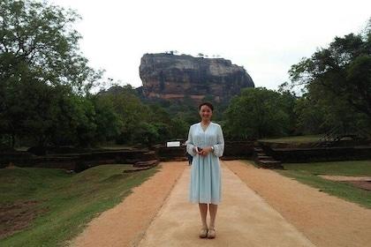 Walking path to the Sigiriya Rock