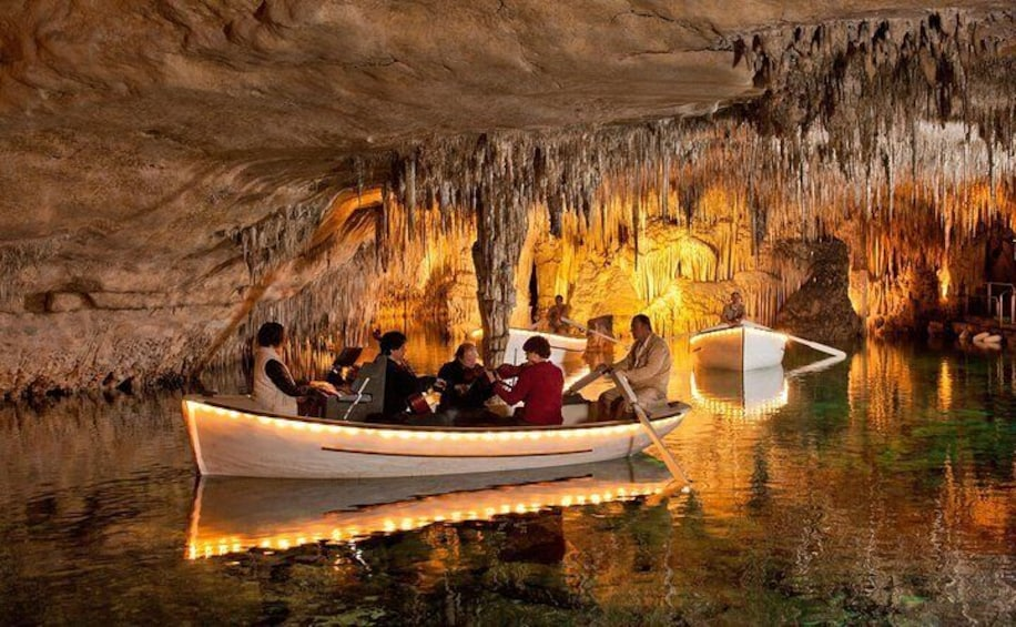 Mallorca Day Trip to Majorica Pearl Shop and Caves of Drach