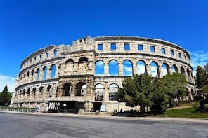 Two and a Half Hour History Walking Tour in Pula