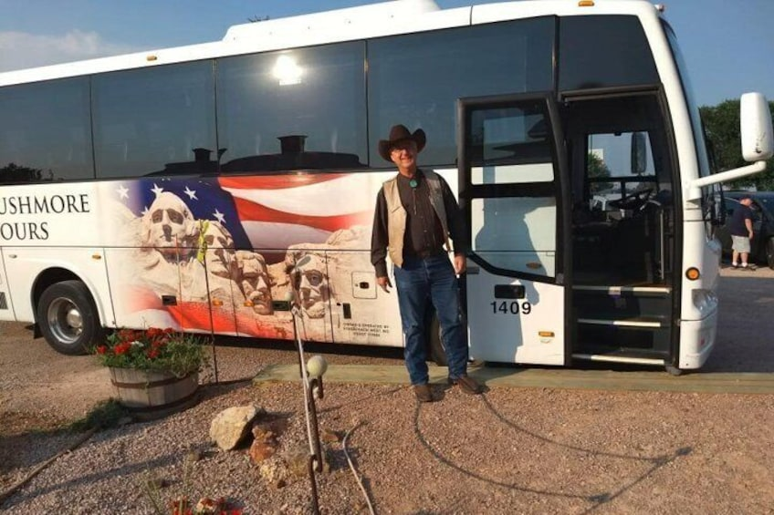 Mount Rushmore & Black Hills Tour + 2 meals & a Show