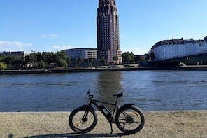 Discover Frankfurt with our unique E-Bikes