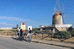 BIKE TOUR - Natural reserve of Trapani's salt pans : Discovering White Gold