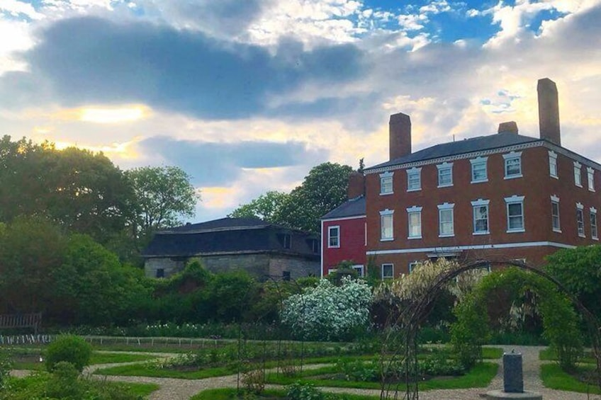 History & Hauntings of Salem Guided Walking Tour