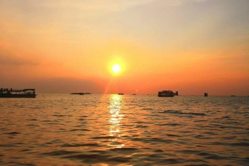 Beautiful sunsets on lake from Queen Tara Riverboat
