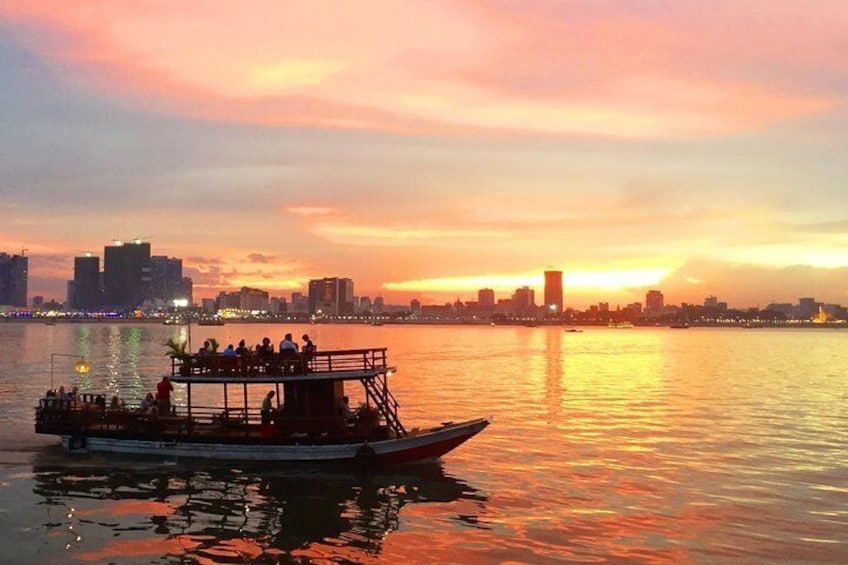 One and a Half Hours Sunset Cruise with Unlimited Beer, Soft Drinks and Fruits