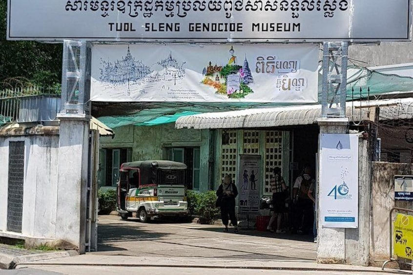 The Killing Field and Toul Sleng Genocide Museum Tour