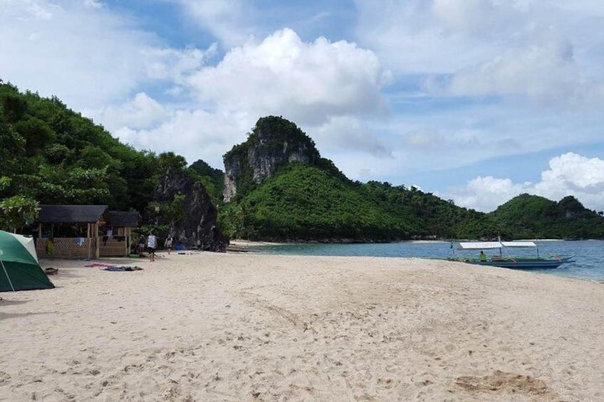 Show item 4 of 9. Borawan Island