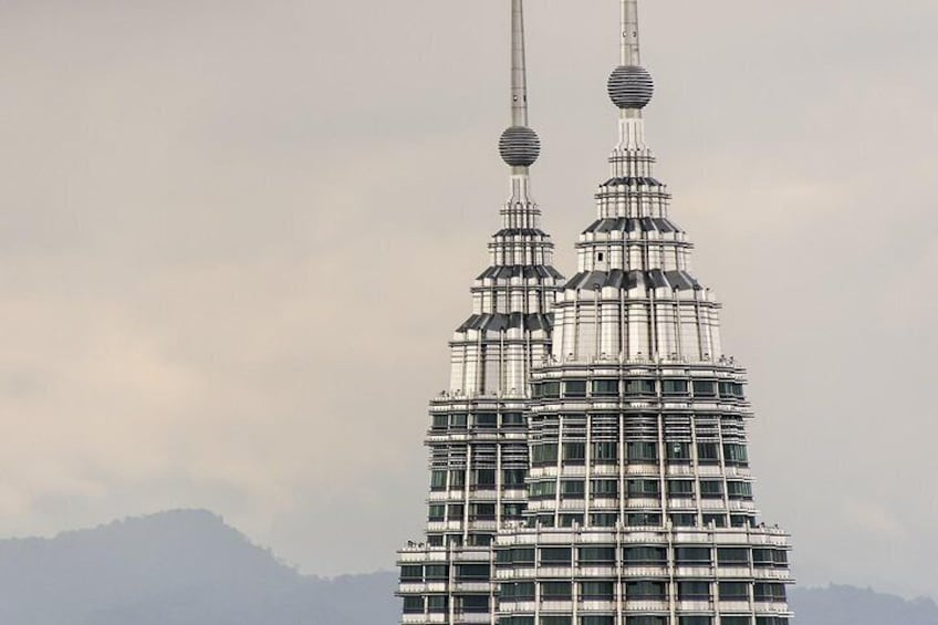 Skip the Line: Petronas Twin Towers Ticket With Free Hotel Delivery