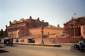 Bikaner Heritage Walking Tour with Private Transfer