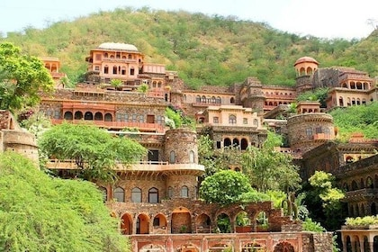 Day Excursion to Neemrana Fort from Delhi with Lunch