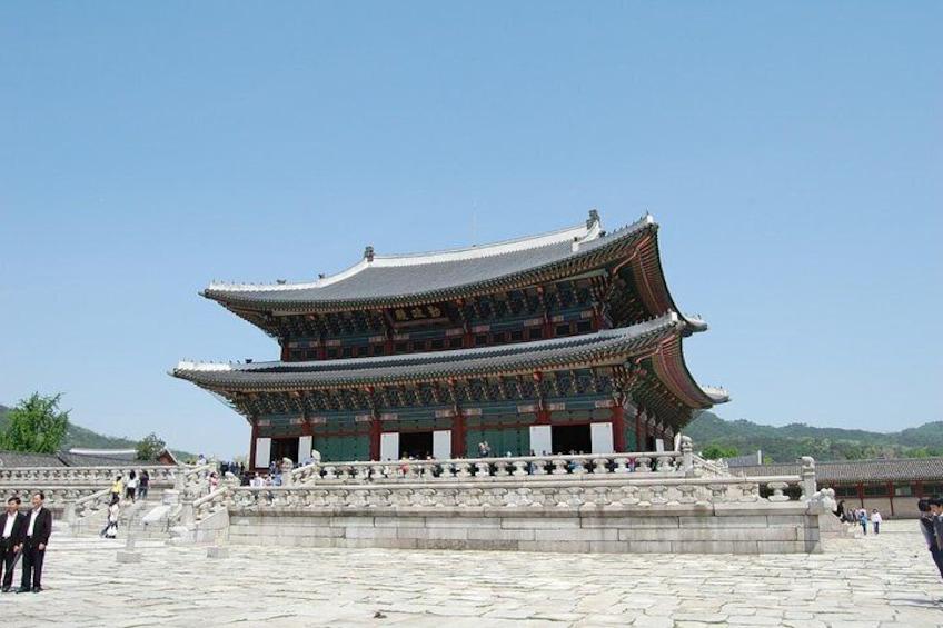 Korean Palace and Market Tour in Seoul Including Insadong and Gyeongbokgung Palace