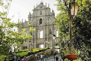 7-Hours Worth-Seeing Scenery in Macau Private Tour with Limo (booked by per...