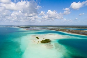 Bacalar Lagoon Sightseeing Boat Tour with Open Bar