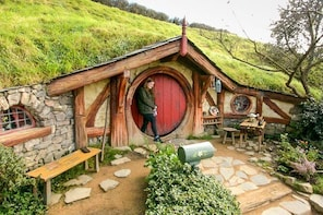 Small-Group Hobbiton Film Set Tour from Auckland with Lunch
