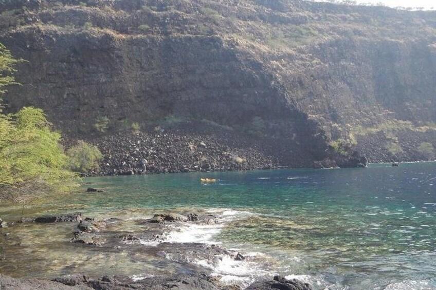 Cliffs & protected snorkeling at Kealakekua Bay