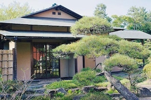 """Private Tour - Wander off the """"mainstream"""" track of Tokyo, and vi..."""