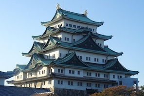 Walking tour: Nagoya castle and its surroundings.