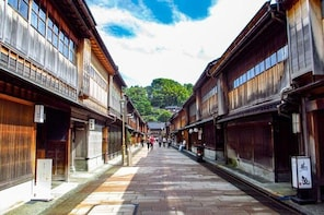 Kanazawa Full-day Private Custom Tour with National Licensed Guide