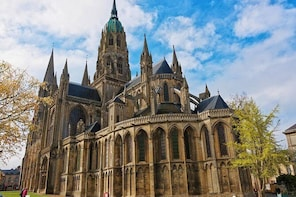 Private Transfer from Calais to Bayeux - Up to 7 people