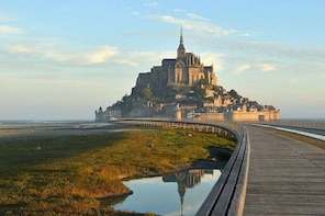 Private Transfer from Bayeux to Mont-Saint-Michel - Up to 7 People