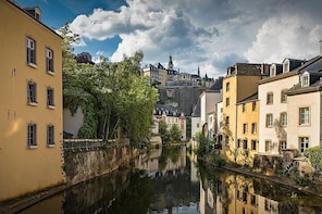 Private Arrival or Departure Transfer: Luxembourg Airport - Luxembourg City
