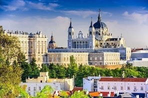 Private Airport Transfer Madrid Barajas Airport (MAD) to Madrid City Centre