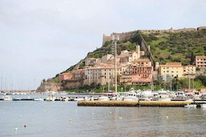 Private Transfer: Ciampino Airport (CIA) to Porto Ercole and vice versa