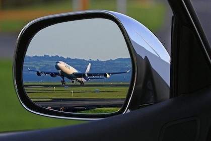 Private Round-Trip Airport Transfer: London Heathrow Airport to London Hotel