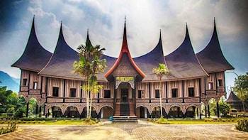 Jakarta City Tour : Visit Indonesia Cultural Park & Landmark