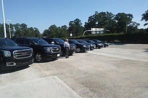 Professional Black Car service from Airport to Galleria,Black SUV to Galler...
