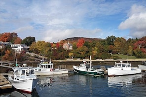 Maine- Lighthouses, Lobster and Landscapes