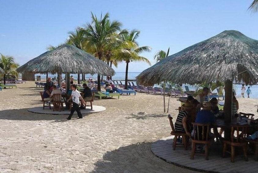 Las Palmas Beach Resort