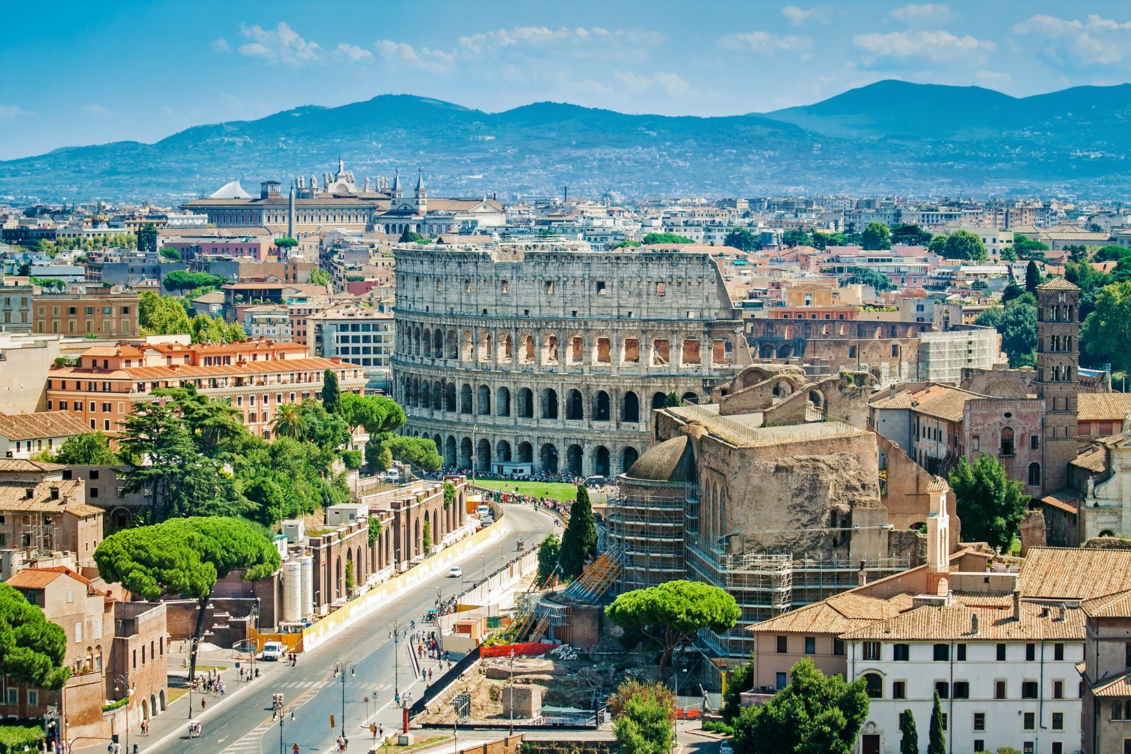 colosseo panoramica montagne shutterstock_319443518.jpg