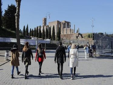 Urban Adventures-Italy_Rome_Strolling_tothe_RomanForum.JPG