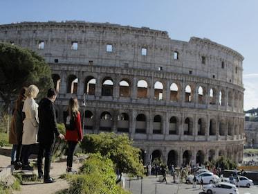 Urban Adventures-Italy_Rome_Flavian_Ampitheatre_facade.JPG