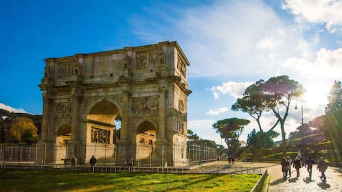 Full image of the Arch of Constantine in Rome