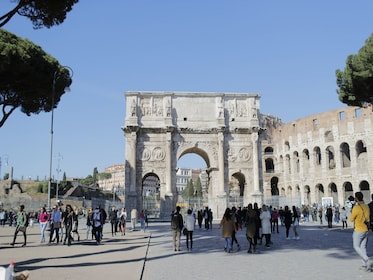 Urban Adventures-Italy_Rome_The_Arch_of_Constantine.JPG