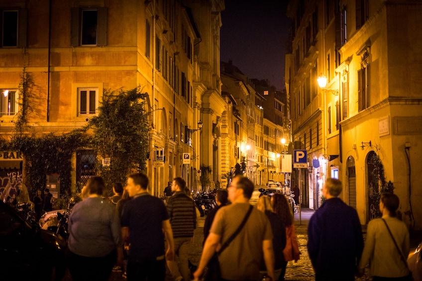 Charger l'élément 3 sur 10. Secrets & Mysteries of Rome by Night