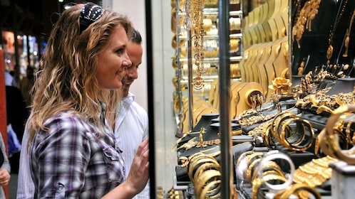 man and woman shopping for jewelry in Dubai