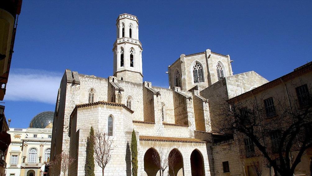 Charger l'élément 2 sur 5. church san pere in Barcelona