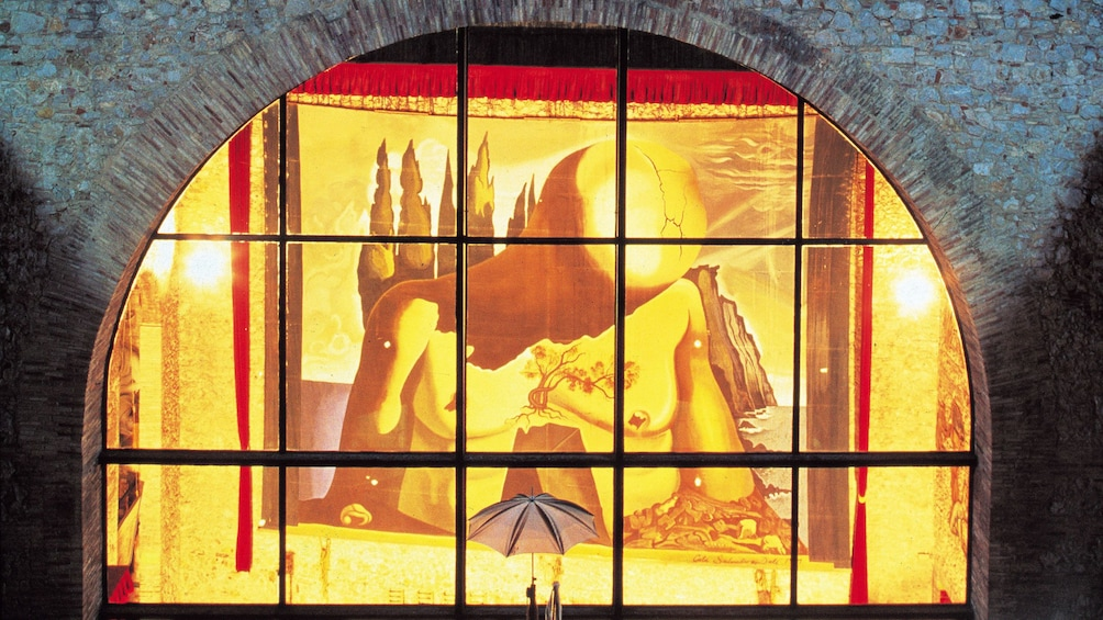 Ver elemento 3 de 5. painting by Dali in Barcelona