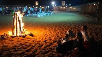 Expérience de safari de nuit dans le désert avec souper barbecue