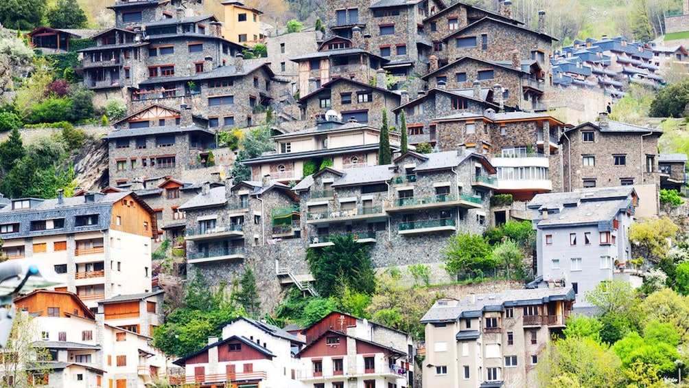 Apri foto 4 di 5. crowded homes in Andorra la Vella in Andorra, Spain
