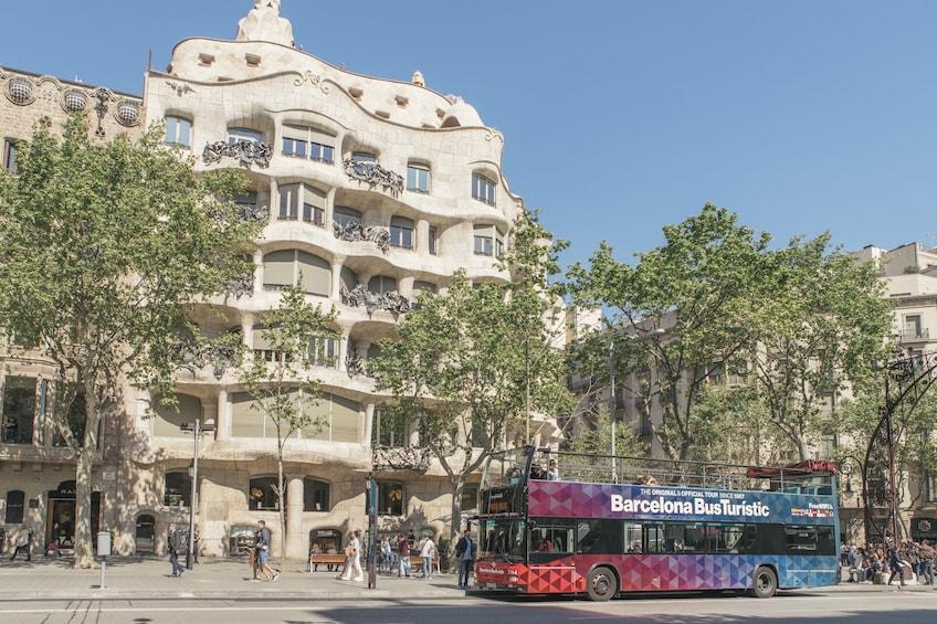 Barcelona Hop-On Hop-Off Bus Tour by Bus Turistic