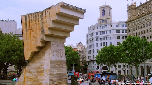 sureal stair case sight seeing tour in Barcelona
