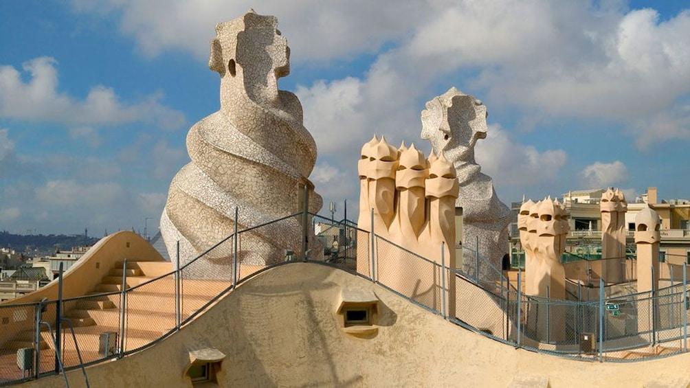 Foto 4 von 8 laden sculpture detail of Casa Milà in Barcelona