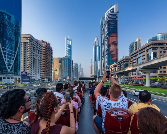 Foto 4 von 9 laden Dubai Hop-On Hop-Off Sightseeing Bus Tour