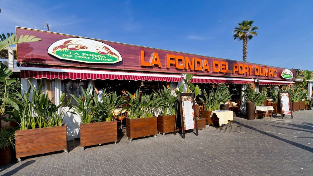 Foto 5 von 5 laden outside front entrance of Restaurante La Fonda in Barcelona